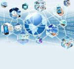 Eine Weltkugel verbunden mit verschiedenen Bildern digitaler Medien, mit einer Wand aus Binärcode im Hintergrund.